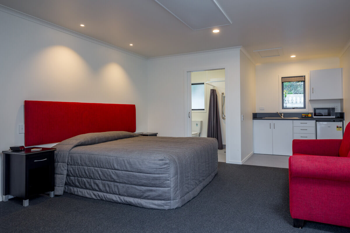 Super King Bed In Access Motel Unit 1 At Cork And Keg Motel In Renwick Marlborough NZ